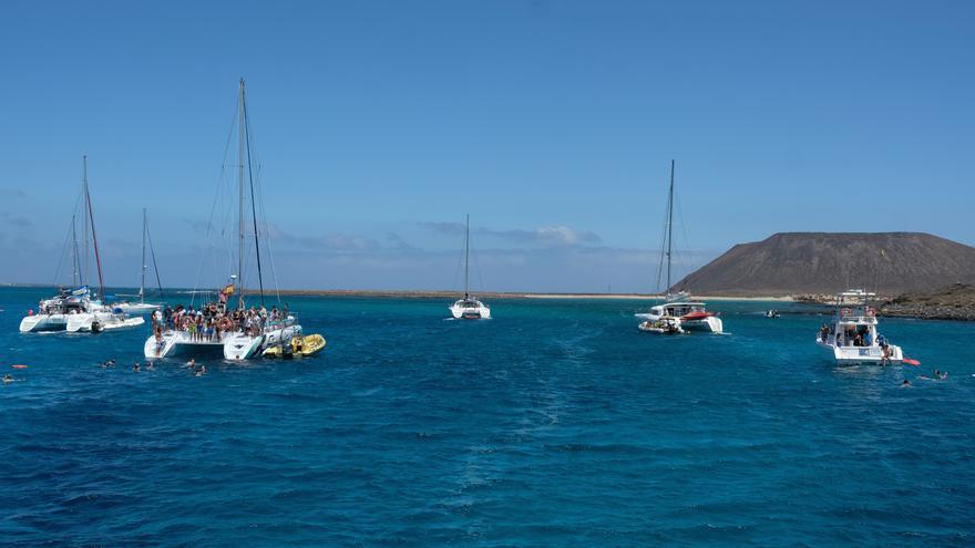 Barcos en Isla de Lobos.