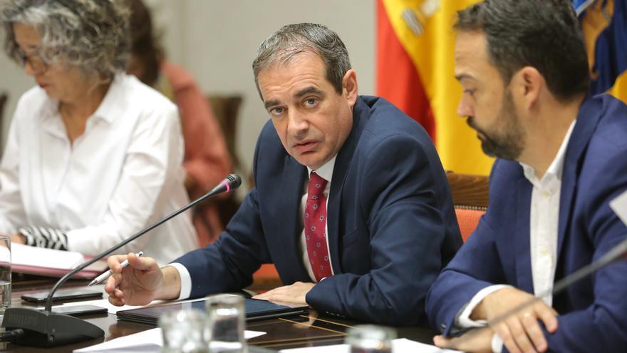 El administrador único de Radiotelevisión Canaria, Francisco Moreno, en la comparecencia de este miércoles en la comisión de control parlamentaria.