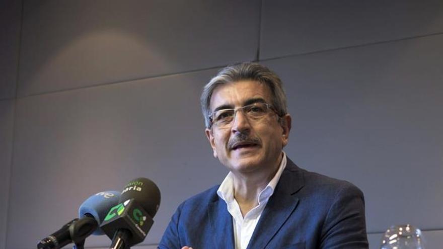 Román Rodríguez, en el Tagoror de Nueva Canarias (EFE/ÁNGEL MEDINA G.)
