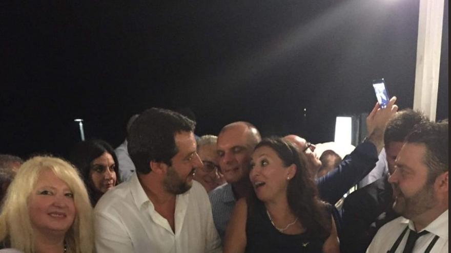 Salvini en una cena el día del derrumbe del puente