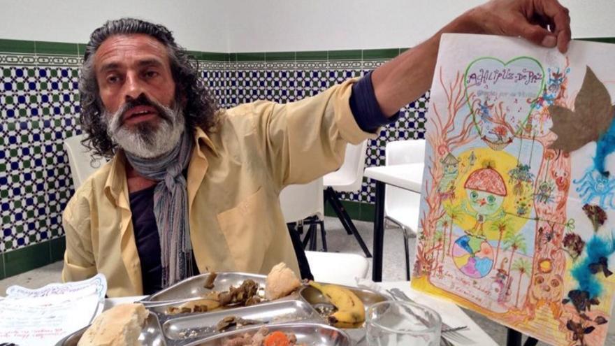 Lagarder fotografía a un artista sin techo en el comedor social de Badajoz