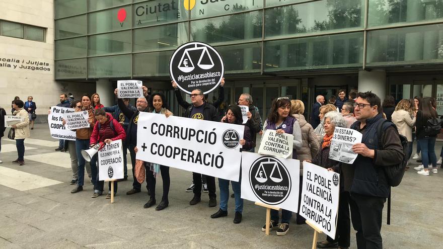 El juicio se inicia con protestas De la Coordinadora Valenciana de ONGD que integra la acusación popular