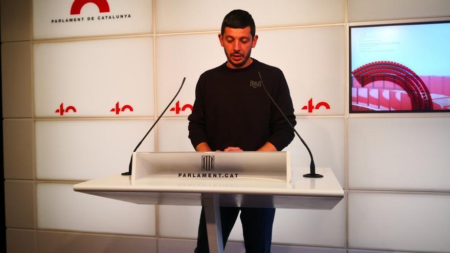 El diputado de la CUP Xavier Pellicer en rueda de Prensa en el Parlament