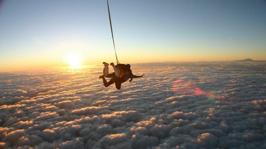 Skydive en Gran Canaria con el Teide de fondo. | SkyDive GC