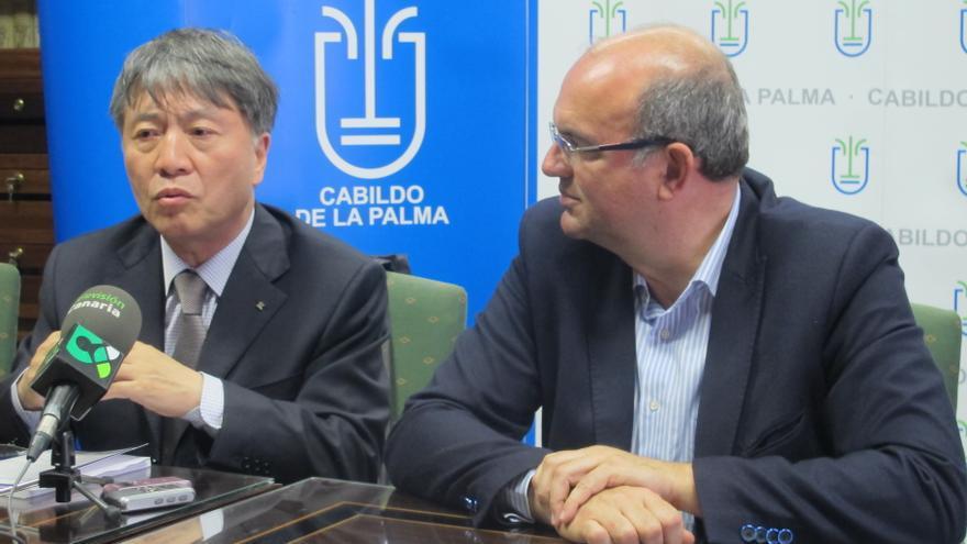 Han Quli junto al presidente del Cabildo, Anselmo Pestana.