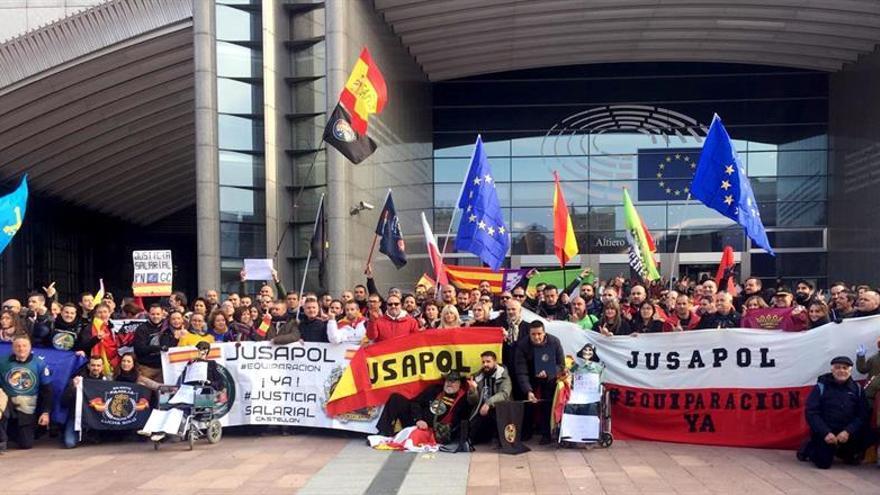 Los eurodiputados trasladarán a España el apoyo a la equiparación salarial de los policías