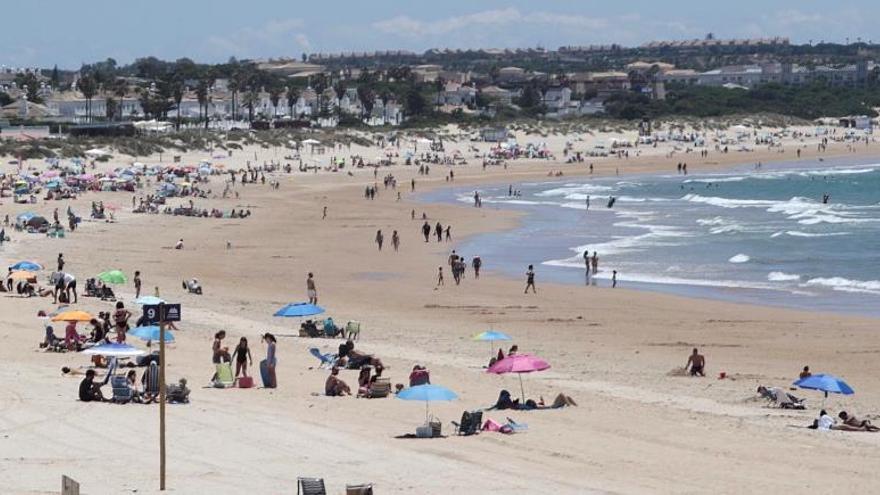 Los sanitarios ganadores del sorteo 'Entra en fase tranquilidad' disfrutarán a partir de mañana de unas vacaciones en Canarias