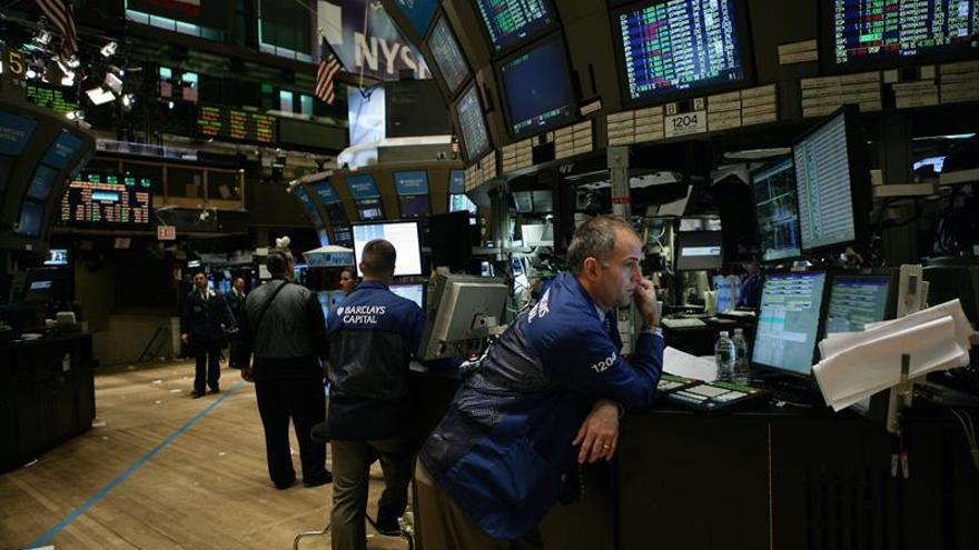 Wall Street amplía las ganancias y el Dow Jones sube un 0,41 % a media sesión
