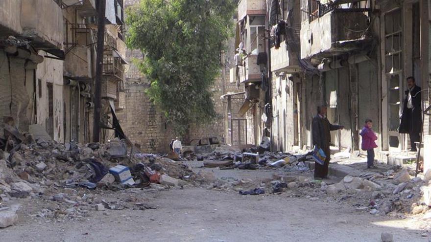 Suben a 61 los muertos en los bombardeos contra un mercado en la provincia siria de Alepo