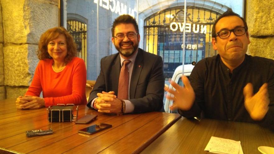 Milagros del Barrio (alcaldesa de Esquivias), Carlos Sánchez Mato (concejal IU en el Ayuntamiento de Madrid) y Juan Ramón Crespo (coordinador regional de IU) / toledodiario.es
