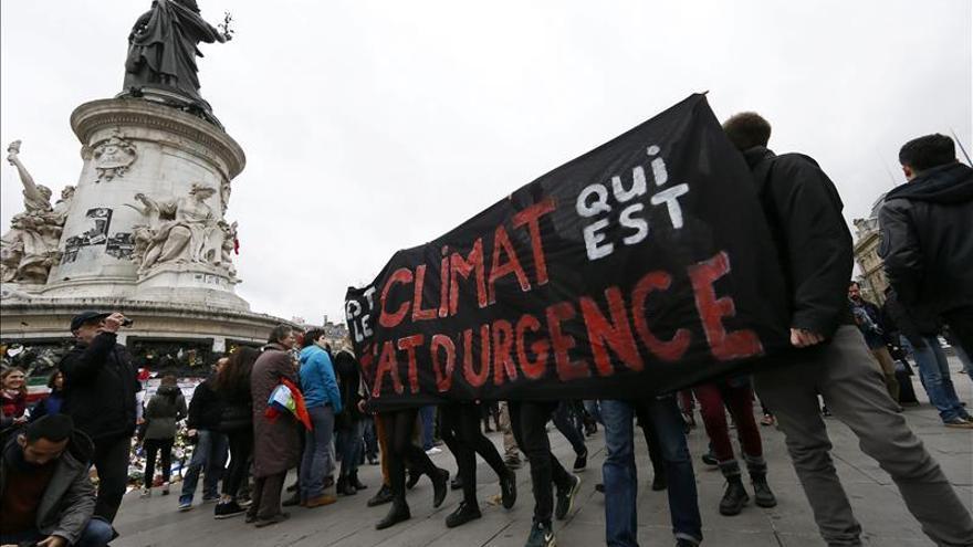 La policía dispersa con gases y cargas una manifestación en EL centro de París