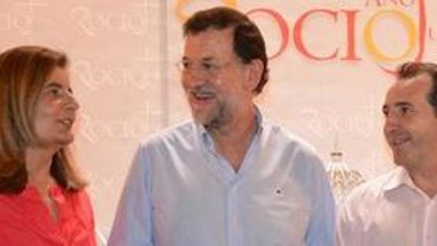 Rajoy, junto a la ministra Bañez. (EUROPA PRESS)