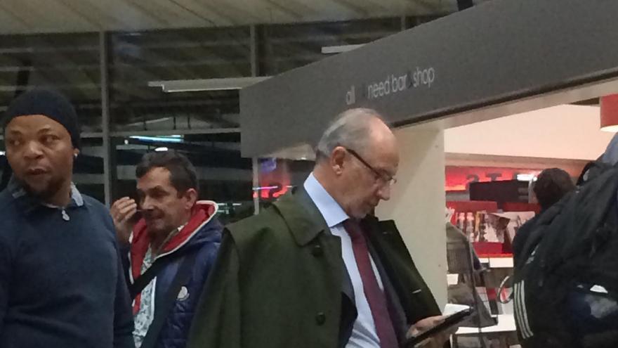 Rato, en el aeropuerto de Ginebra el pasado 26 de noviembre. Foto: eldiario.es