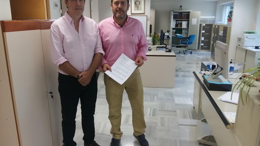Juan José Molina y Miguel Sánchez presentando la moción el pasado mes de septiembre en la Asamblea