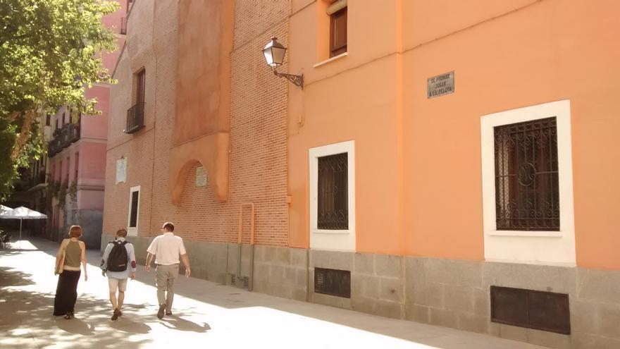 Fachada de la Casa del Cura (derecha), anexa a la Iglesia de las Maravillas | SOMOS MALASAÑA