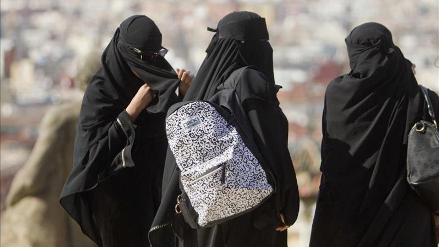 """La Universidad de El Cairo prohíbe a las médicas trabajar con el """"niqab"""""""