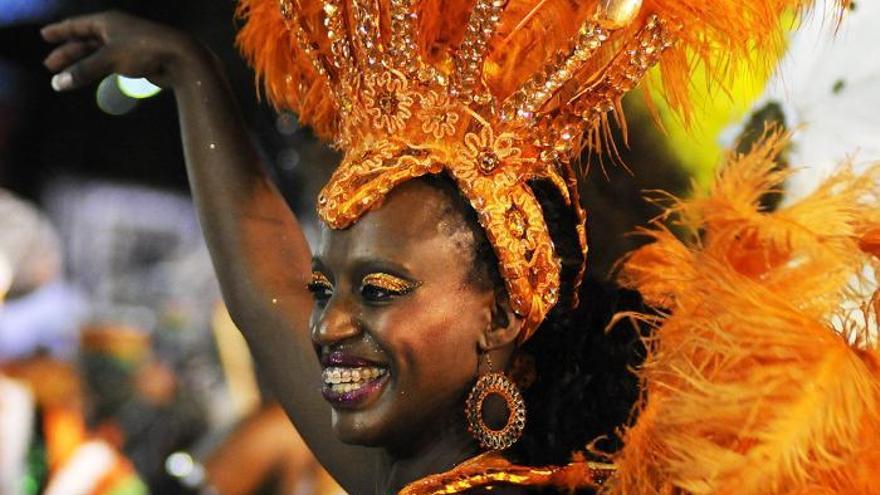 Unas 70.000 personas presenciaron el inicio del Carnaval de Uruguay