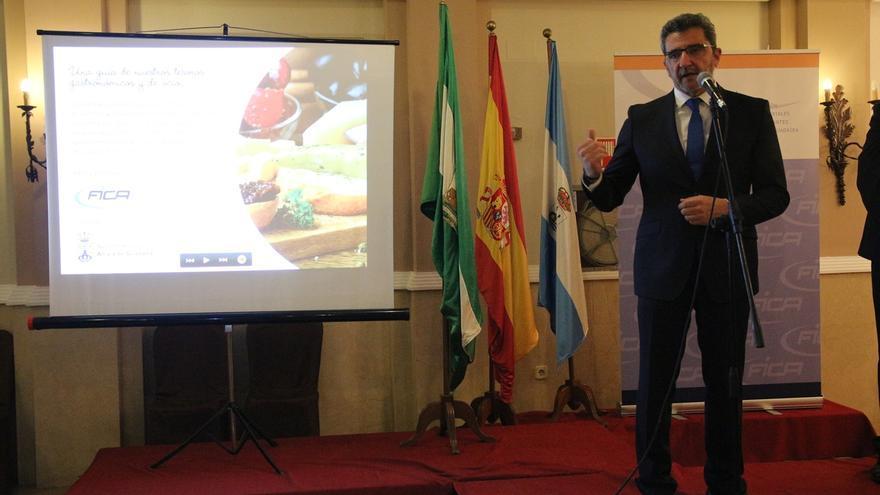 Gutiérrez Limones anima a los hosteleros a abrir fronteras captando clientes de fuera de la localidad