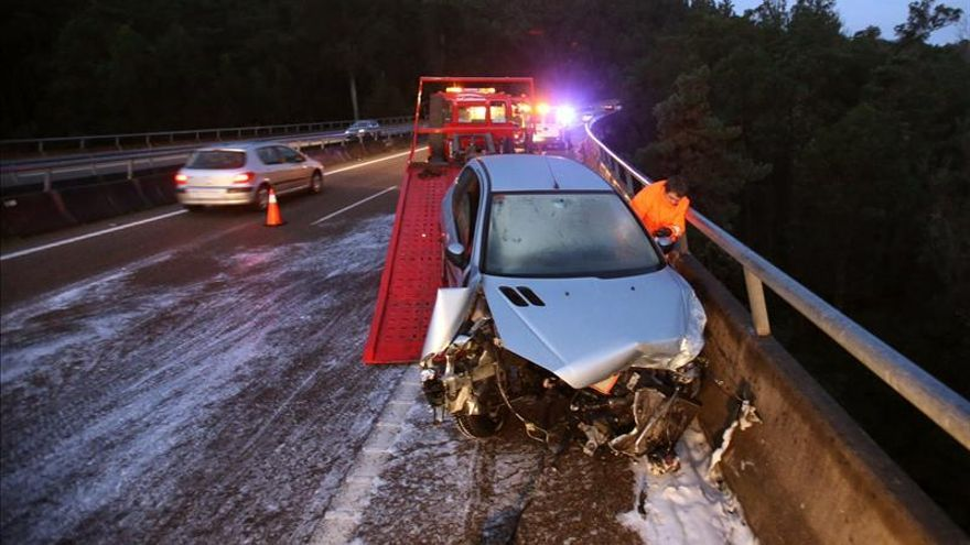 Muere al caer desde un viaducto tras verse implicada en un accidente múltiple
