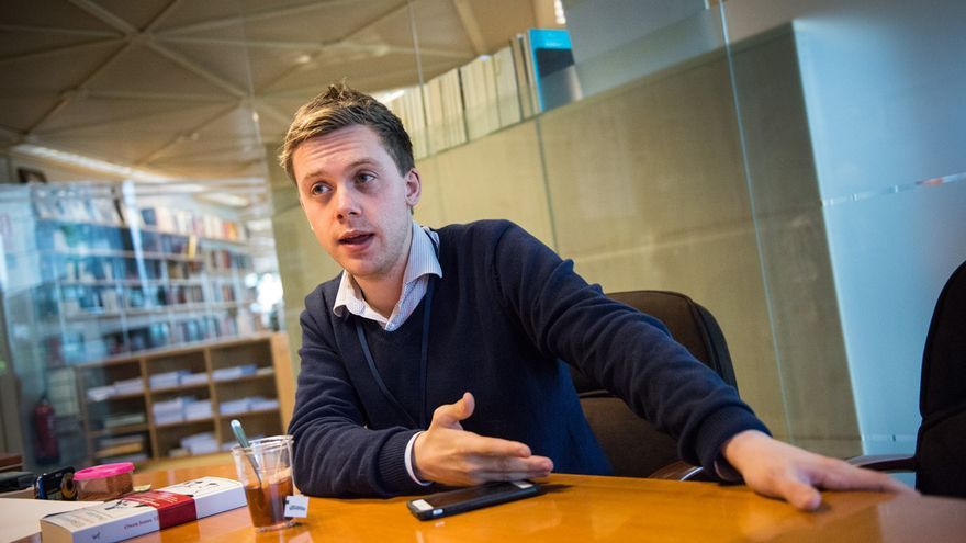 Owen Jones, autor de El Establishment, en un momento de la entrevista