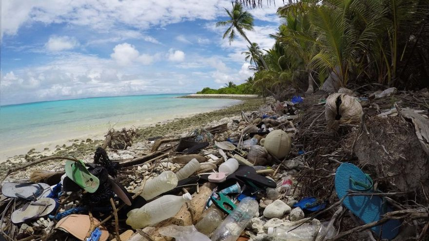 Millones de piezas de basura se acumulan en las pequeñas costas de las Islas Cocos