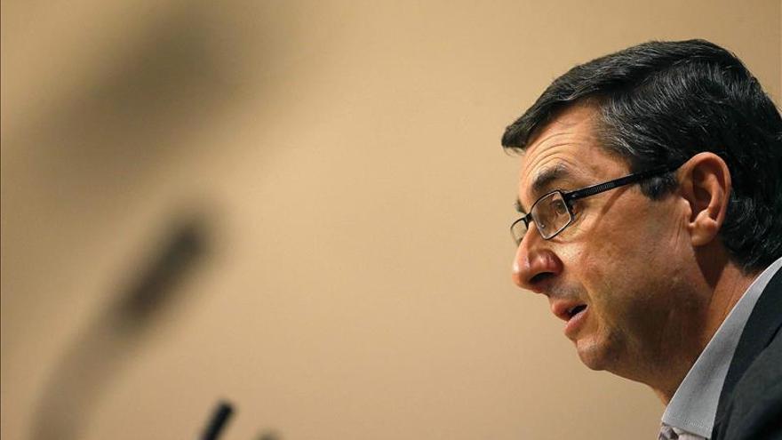Centella se alegra de que el PSOE rectifique sobre el 135, aunque sea tarde