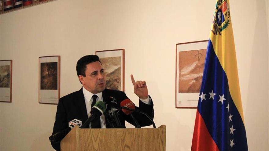"""Venezuela dice que México es """"cómplice"""" de agresiones a sus diplomáticos"""