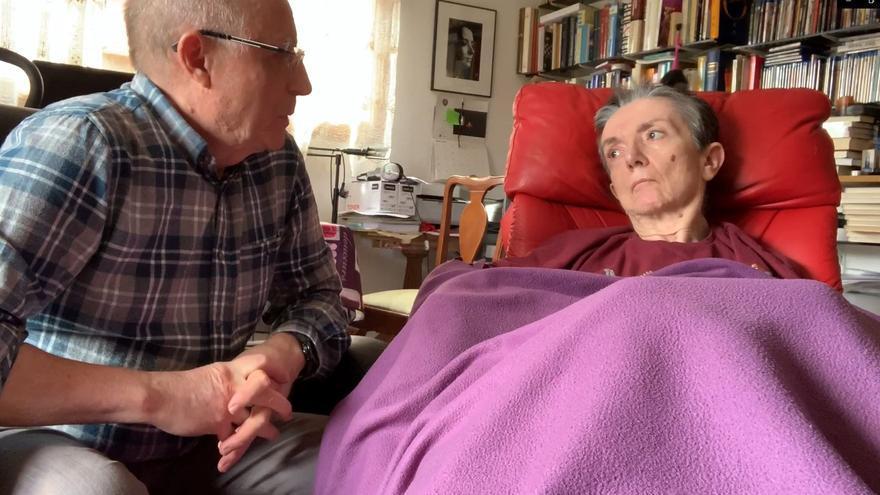 Ángel y María José, en uno de los vídeos que han grabado reivindicando su voluntad de morir.
