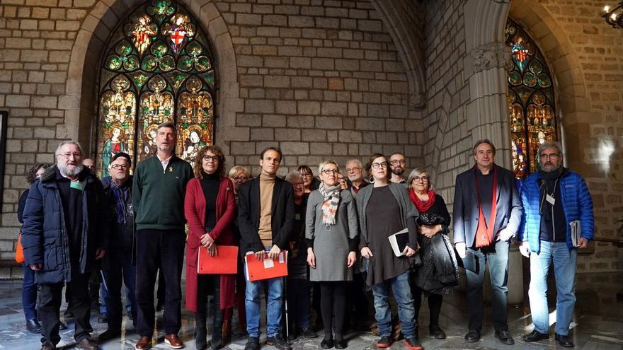 Concejales de Barcelona y entidades, a la hora de anunciar la petición de ilegalización