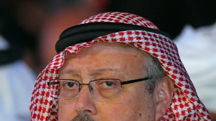 Veinte saudíes, entre ellos dos ex asesores del príncipe heredero Mohamed bin Salman, serán juzgados a partir de este viernes en ausencia por la desaparición y muerte en octubre de 2018 del periodista Jamal Khashoggi en el primer juicio en Turquía sobre este caso.