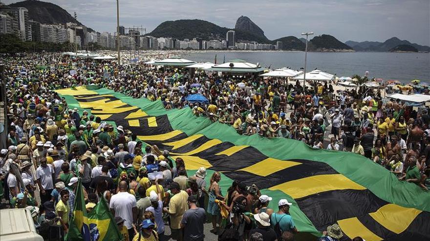 Baja adhesión a las protestas le da un respiro a Rousseff, según el Gobierno