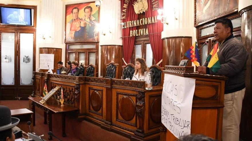 La Cámara de Diputados, con la única presencia de los miembros del Movimiento al Socialismo (MAS), la formación de Evo Morales, ha elegido como nuevo presidente del órgano legislativo al diputado Sergio Choque.