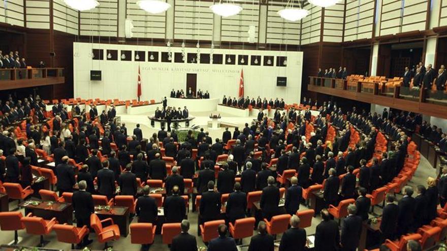 El Parlamento turco da el primer paso para quitar la inmunidad a diputados imputados