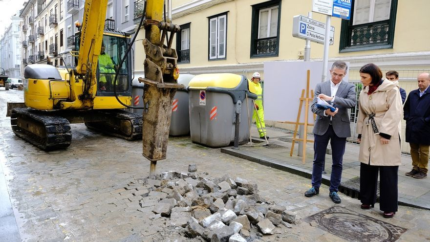 Comienza la reparación de la calzada de la calle Peña Herbosa, que finalizará en tres meses y medio