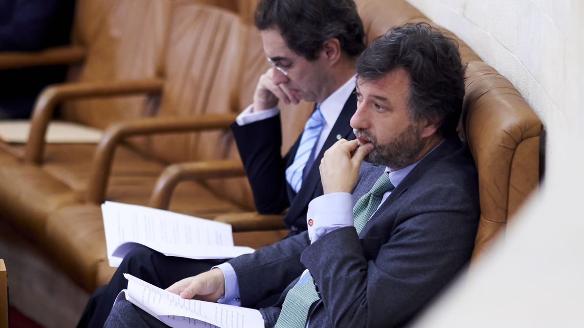 Cristóbal Palacio, portavoz parlamentario de Vox, junto a su compañero Armando Blanco.