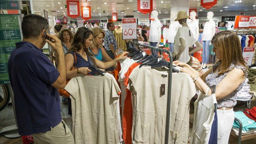 La confianza del consumidor español sube 9 puntos y se acerca a la media europea