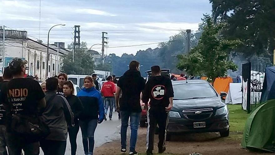 Al menos dos muertos por una avalancha en un concierto del argentino Solari