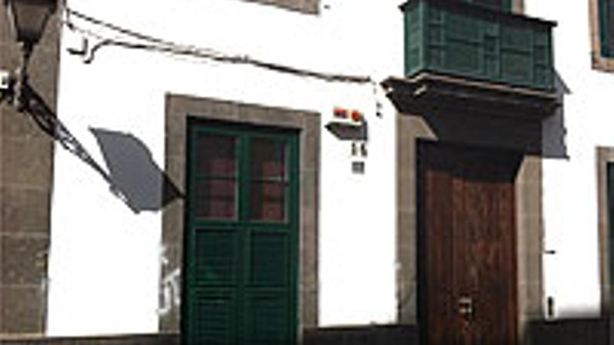Fachada de la casa de Carenzio en el barrio de Vegueta, con signos de las pintadas borradas.