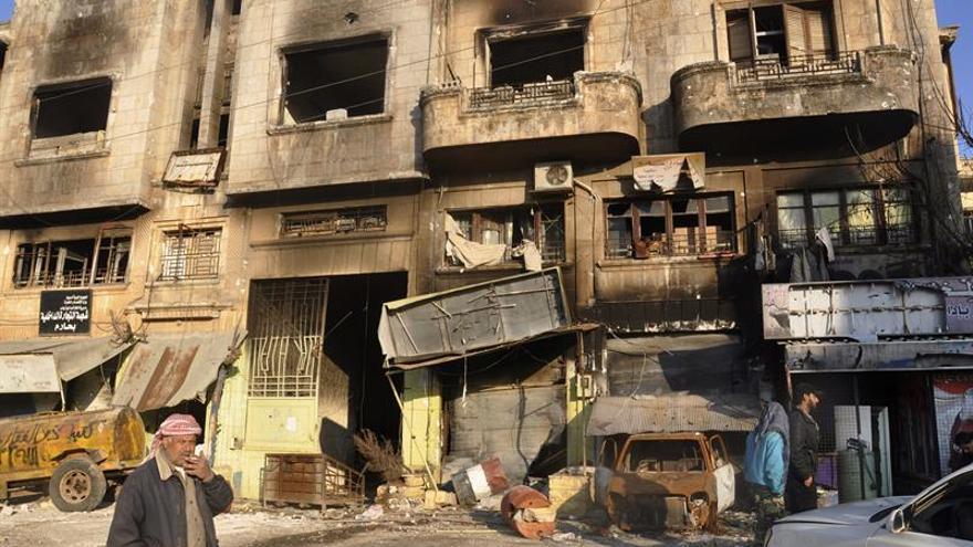 Al menos 18 muertos en un supuesto bombardeo químico en el norte de Siria