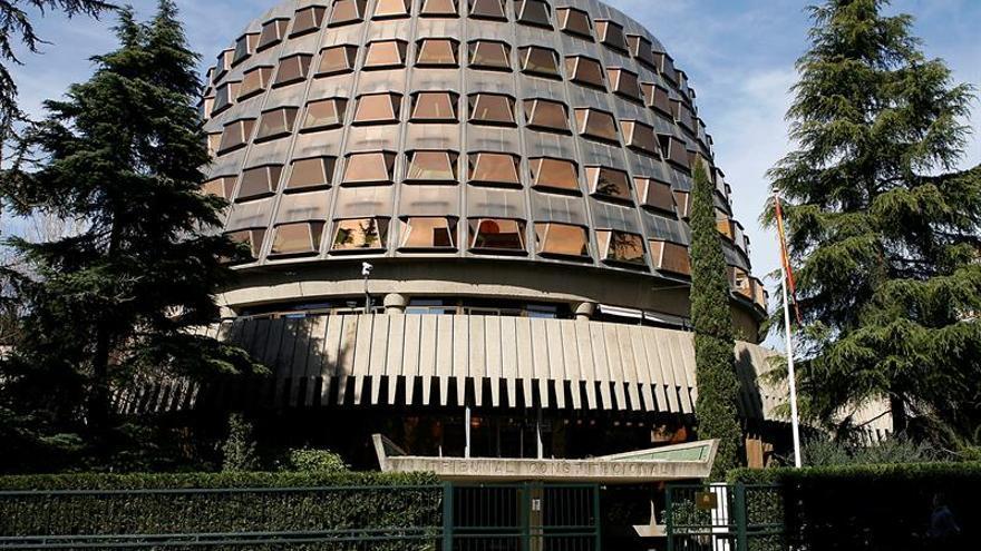 El Tribunal Constitucional mantiene la suspensión de la reforma para la tramitación exprés del 1-O