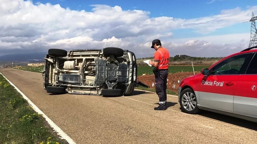 Herido grave tras volcar su vehículo en Cintruénigo