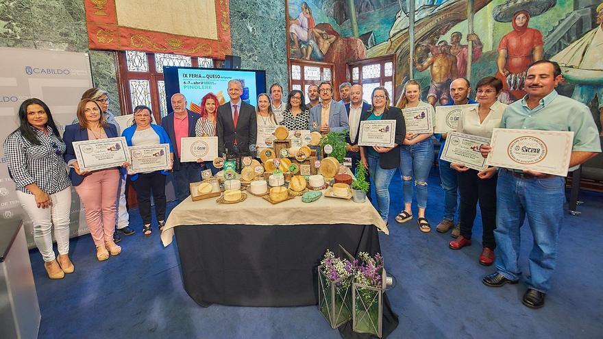 Foto de familia con los participantes en el acto de entrega de premios de este viernes en el Cabildo de Tenerife