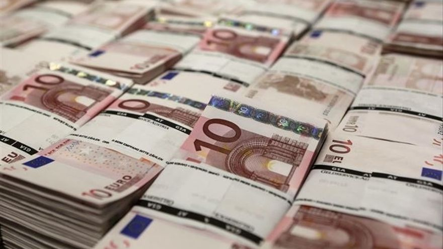 (Ampl.) El Tesoro coloca 2.500 millones en bonos y obligaciones con tipos más bajos
