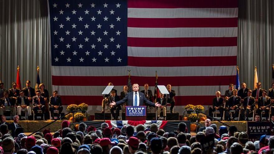 La alta participación de los latinos por adelantando augura problemas para Trump