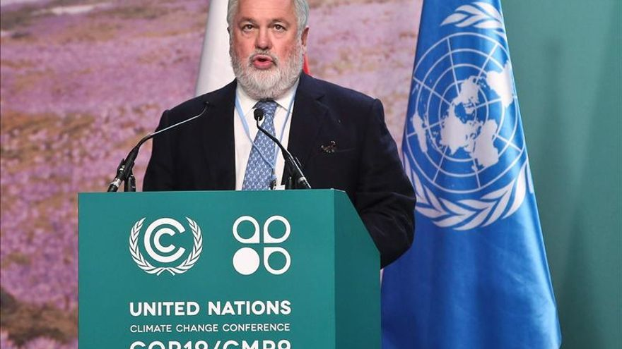 Cañete apuesta por reducir emisiones para cumplir los compromisos de España