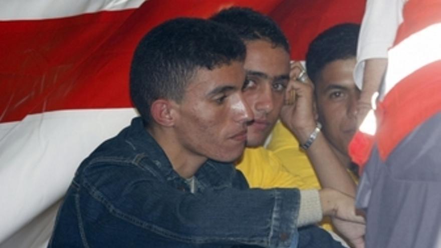 Algunos de los marroquíes que arribaron a La Graciosa. (ACFI PRESS)