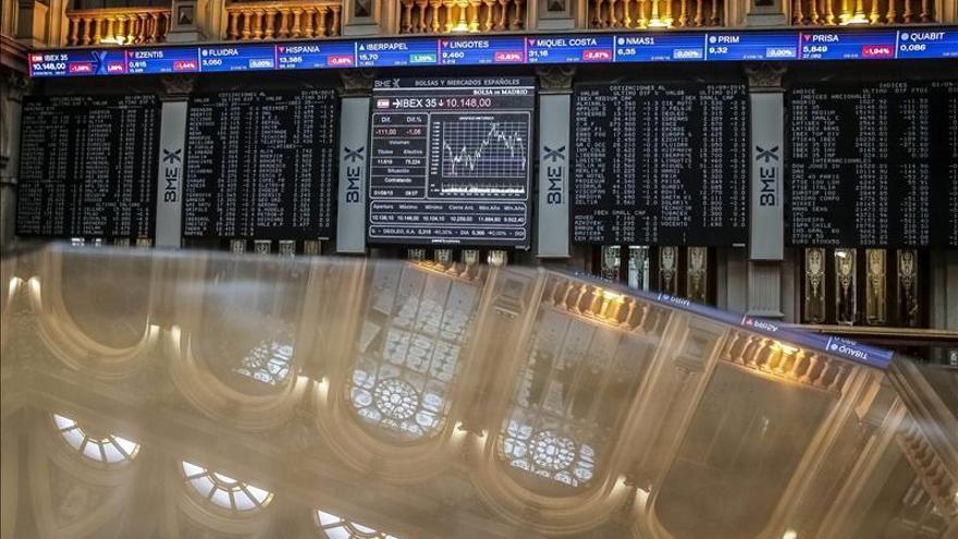 El IBEX reduce la subida de la apertura al ganar el 0,55 por ciento y pierde los 10.000 puntos