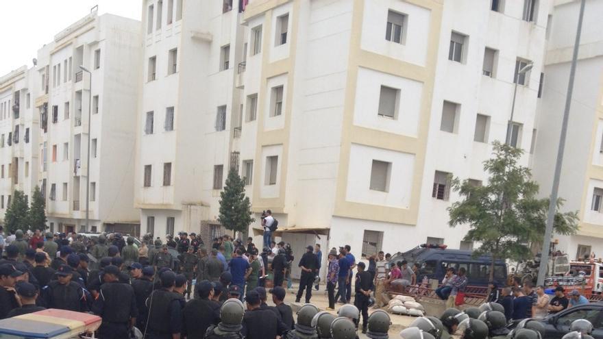 El barrio tangerino ha sido tomado por la Policía y el Ejército marroquí para que los inmigrantes subsaharianos se marcharan de sus casas. / Elena González.