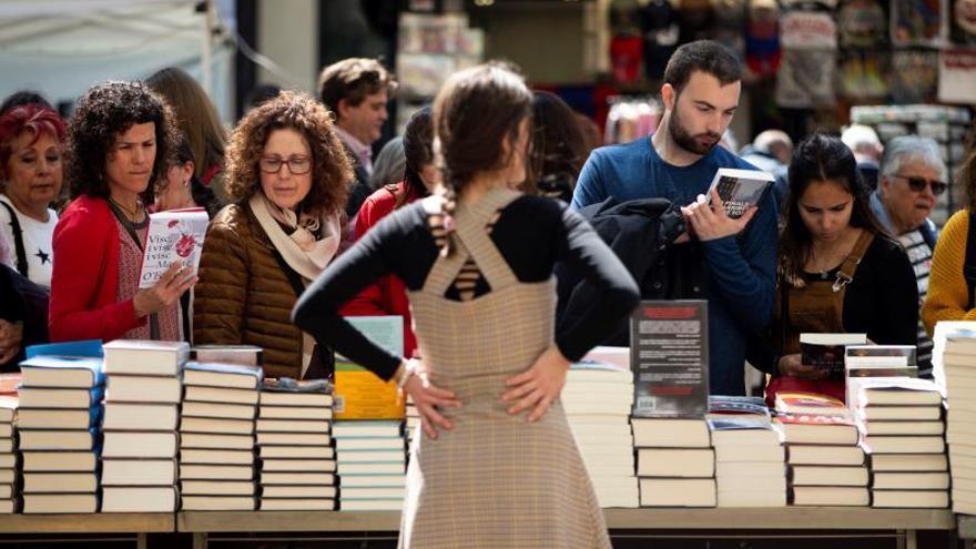 El puesto de una librería de Sant Jordi 2019