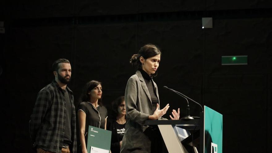 Marta Arias, Quim Zudaire y Maysum, algunos de los autores del reportaje 'Tierra sin ellas' publicado en la revista 5W, recogen el premio al mejor trabajo multimedia